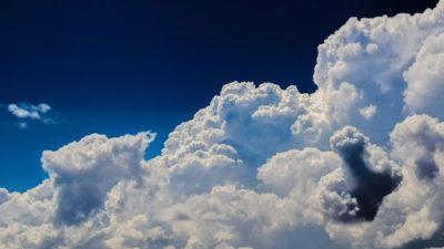 sennik chmury