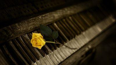 sennik fortepian