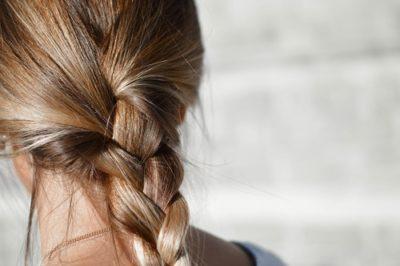 sennik fryzura