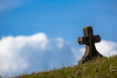 sennik grób
